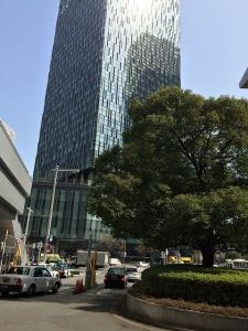 新しくできた大名古屋ビルヂングを名古屋駅から撮影 6階までは幅が広いビル