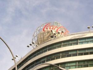以前の大名古屋ビルヂング コカ・コーラのロゴ